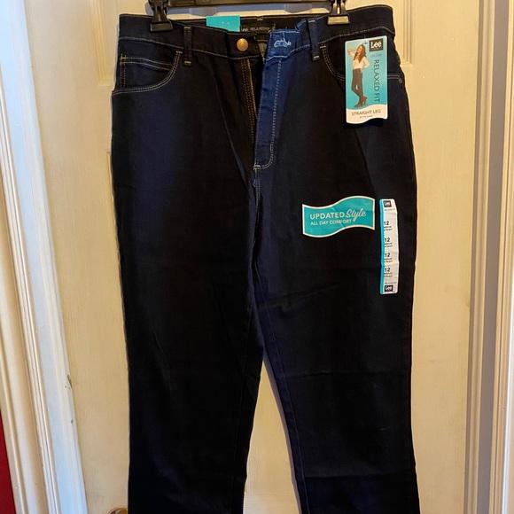 Beautiful ladies straight leg Lee jeans
